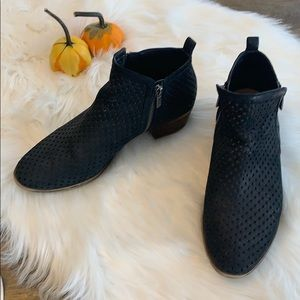 Lucky Brand 10M perforated Bootie